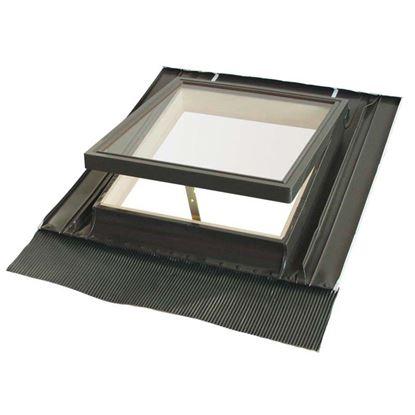 Immagine di Lucernaio, completo di controtelaio in alluminio e abete, con terminale in piombo e vetro temperato, 46xh75 cm - vetro isolante
