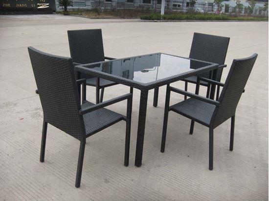 Set rattan colore nero composto da tavolo con top in vetro for Set tavolo e sedie da giardino rattan